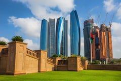 Wolkenkratzer in Abu Dhabi, UAE Stockfotos