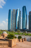 Wolkenkratzer in Abu Dhabi, UAE Lizenzfreies Stockfoto