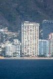 Wolkenkratzer auf Acapulco-Küste Stockbild