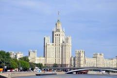 Wolkenkratzer auf Kotelnicheskaya Damm Stockfotografie