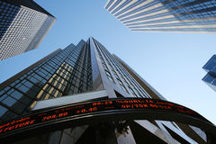 Wolkenkratzer-Büro Gebäude in im Stadtzentrum gelegenem Toronto Stockfotografie