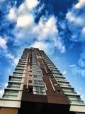 Wolkenkratzer das drastische eingelassen Stockbild
