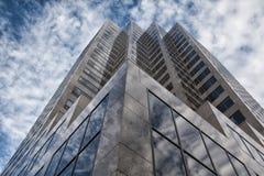 - Wolkenkratzer in Denver oben schauen Lizenzfreie Stockfotos