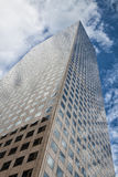 - Wolkenkratzer in Denver oben schauen Stockbild