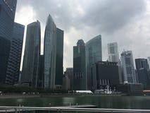 Wolkenkratzer in der Mitte von Singapur Stockbild