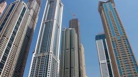 Wolkenkratzer in Dubai, Vereinigte Arabische Emirate stock video