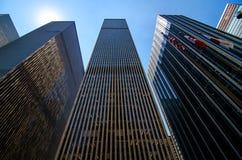 Wolkenkratzer entlang 6. Allee in Midtown Manhattan. Lizenzfreies Stockfoto