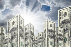 Wolkenkratzer-Gebäude gemacht von den Dollar-Banknoten Lizenzfreie Stockfotografie
