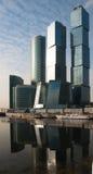Wolkenkratzer, Geschäftszentrum in der Großstadt Lizenzfreie Stockfotos