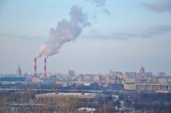 Wolkenkratzer im Abend, Moskau lizenzfreie stockfotografie