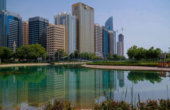 Wolkenkratzer im Abu Dhabi-Stadtzentrum, UAE Stockbild