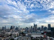 Wolkenkratzer, im Stadtzentrum gelegene Bangkok-Stadtbilder, Sonnenscheinmorgen, Thail stockbilder