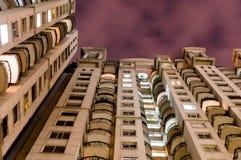 Wolkenkratzer in Indien nachts Lizenzfreie Stockfotos