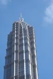 Wolkenkratzer-liebevoller blauer Himmel Stockbild