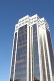 Wolkenkratzer mit dem Himmel Stockfotografie