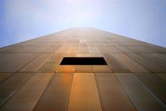 Wolkenkratzer mit einem Fenster Stockbild