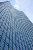 Wolkenkratzer mit einem geöffneten Fenster Lizenzfreies Stockbild
