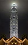 Wolkenkratzer nachts Stockfotografie