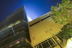 Wolkenkratzer nachts Lizenzfreies Stockfoto