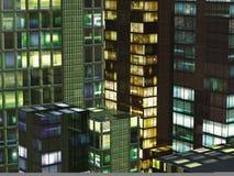 Wolkenkratzer nachts Lizenzfreie Stockbilder