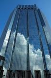 Wolkenkratzer-Reflexion lizenzfreies stockfoto