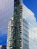 Wolkenkratzer-Reflexionen Stockbild