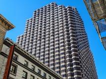 Wolkenkratzer in San Francisco in der Stadt lizenzfreie stockbilder
