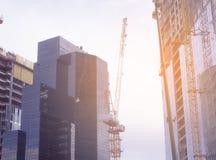Wolkenkratzer in Tel Aviv, Israel Unternehmensgebäude im modernen Stadtarchitekturhintergrund, tonend Sun-Strahlen und -Blendenfl Lizenzfreie Stockfotos