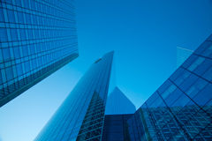 Wolkenkratzer und blauer Himmel Lizenzfreies Stockbild