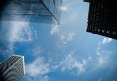 Wolkenkratzer und cloudscape Lizenzfreies Stockbild