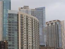 Wolkenkratzer und Eigentumswohnungen Stockbilder