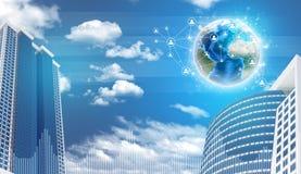 Wolkenkratzer und Erde mit Netz Lizenzfreie Stockfotos