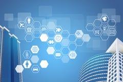 Wolkenkratzer und Hexagone mit Ikonen Lizenzfreie Stockfotografie