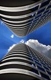 Wolkenkratzer und Himmel Stockbild