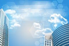 Wolkenkratzer und Himmel mit Geschäftselementen Lizenzfreie Stockfotos