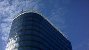 Wolkenkratzer und Himmel Timelapse Stockfoto