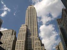 Wolkenkratzer und Wolken Lizenzfreies Stockbild