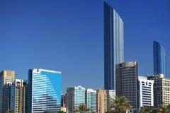 Wolkenkratzer von Abu Dhabi Lizenzfreies Stockfoto