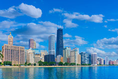 Wolkenkratzer von Skylinen Chicagos Illinois, Michigansee (P) Stockbild