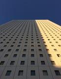 Wolkenkratzer zum blauen Himmel Lizenzfreies Stockbild