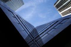 Wolkenkratzerauszug Lizenzfreie Stockfotos