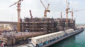 Wolkenkratzerbau Dubai-Zeitspanne Pan oben stock video