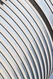 Wolkenkratzerdetails: Zeilen, Kurven und Glasfenster Lizenzfreies Stockbild