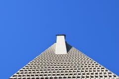 Wolkenkratzerschattenbild an der Dämmerung Lizenzfreie Stockbilder