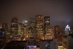 Wolkenkratzerschattenbild an der Dämmerung lizenzfreie stockfotografie