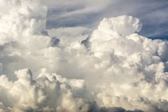 Wolkenonweer, cumulonimbus wolken, de Snelle verticale groei Stock Afbeeldingen