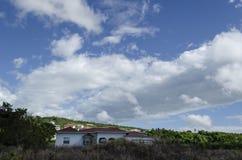 Wolkenpatronen op Sunny Day stock afbeelding