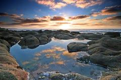 Wolkenreflexionen Feldbett-Tal West Stockfoto