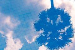 Wolkenschatten auf Poolwasser Lizenzfreie Stockfotografie