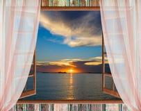 Wolkensonne des offenen Fensters Lizenzfreies Stockbild